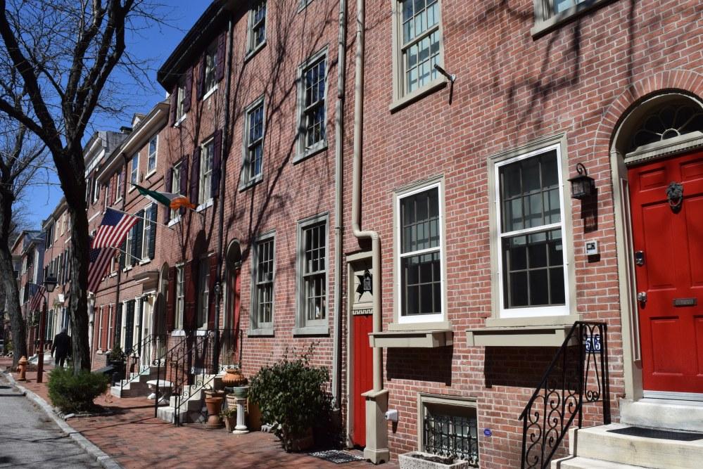 Jedna z ulic w starej części Filadelfii (Society Hill) fot.  Thoughts Blender
